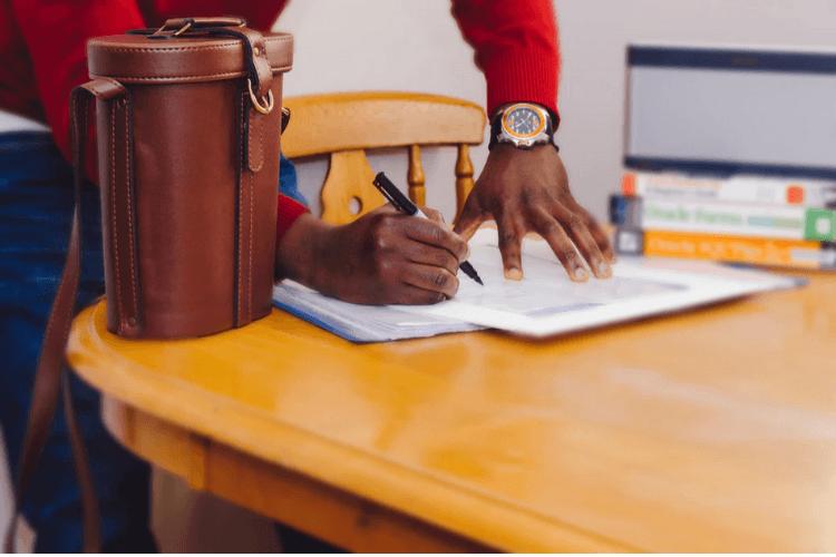 contenu sponsorise contrat influenceur avec la marque