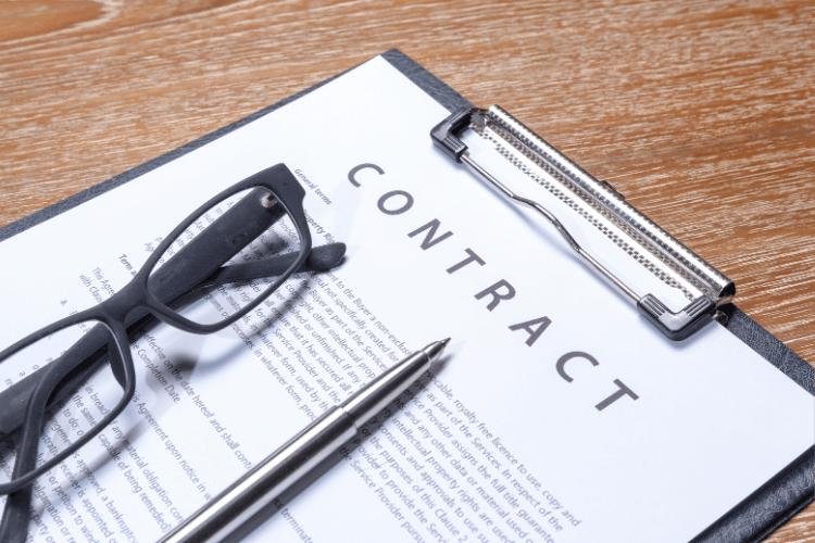 Quel contrat est applicable aux influenceurs